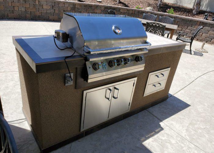 Lion L75000 32-Inch Grill On BBQ Island